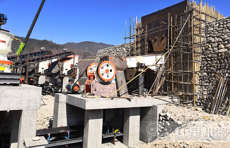 石子破碎机一台多少钱?时产量100吨左右